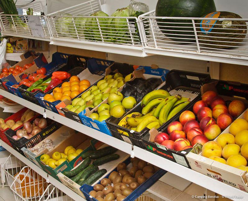 Vers fruit in de campingwinkel